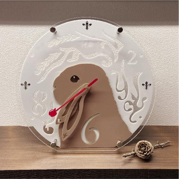 画像1: うさぎの時計<ラウンドフレーム>文字盤 チモシーリース (1)