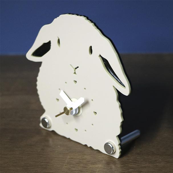 画像1: うさぎのシルエット時計 ミニ(ロップ) (1)